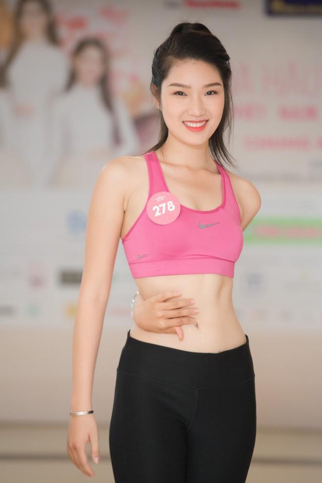 Dàn thí sinh Hoa hậu Việt Nam 2018 phía Bắc khoe eo thon, ráo riết tập luyện cho đêm Chung khảo - ảnh 10