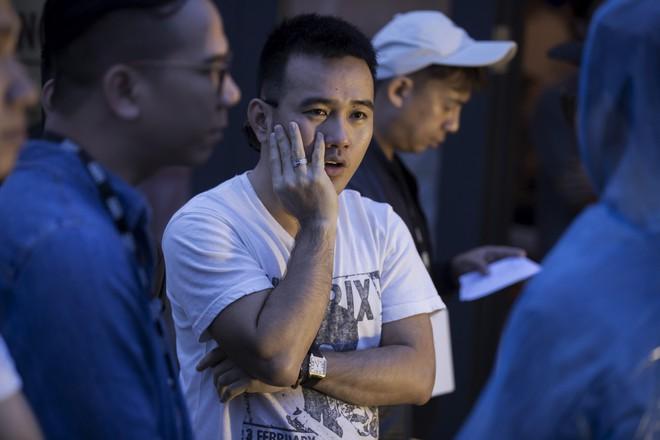 Soái tỷ Thanh Hằng đội mưa tập catwalk trên cây cầu đặc biệt có đôi bàn tay khổng lồ ở Đà Nẵng - ảnh 7