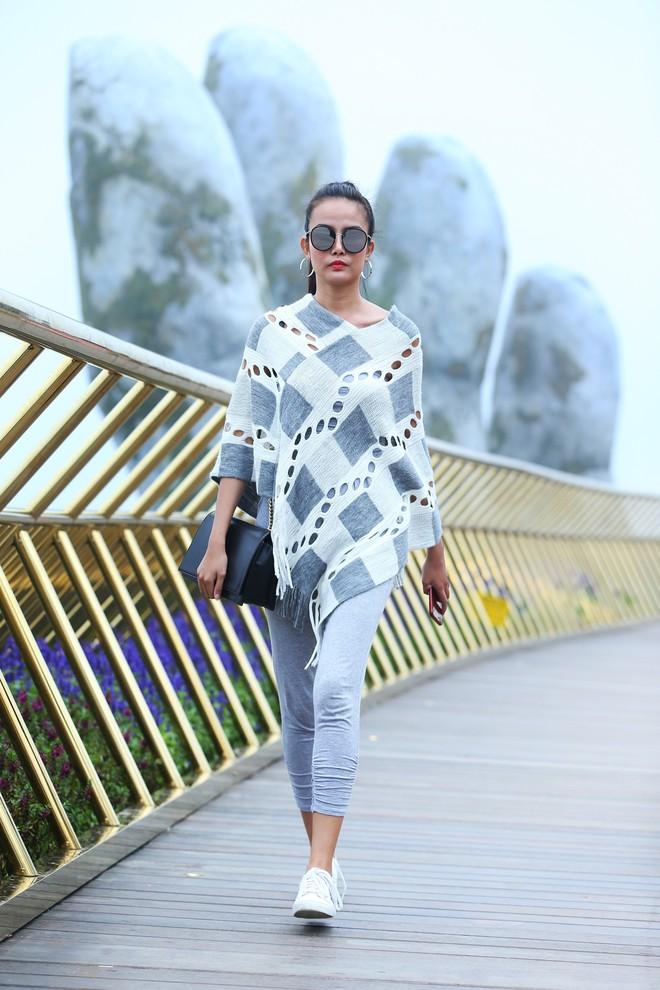Soái tỷ Thanh Hằng đội mưa tập catwalk trên cây cầu đặc biệt có đôi bàn tay khổng lồ ở Đà Nẵng - ảnh 8