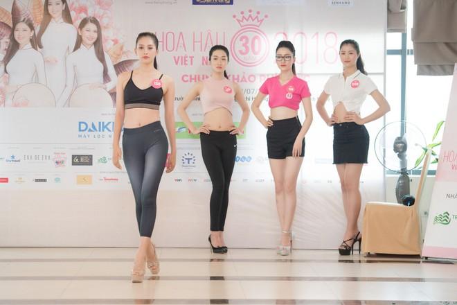 Dàn thí sinh Hoa hậu Việt Nam 2018 phía Bắc khoe eo thon, ráo riết tập luyện cho đêm Chung khảo - ảnh 2