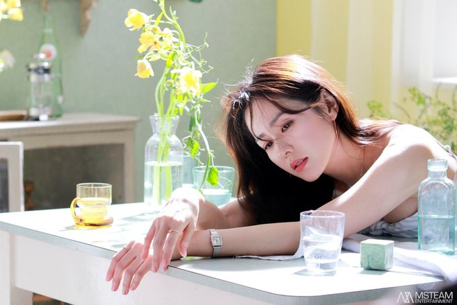 Hình hậu trường của Son Ye Jin chứng minh: Đã là tường thành nhan sắc thì bất chấp, không cần photoshop - ảnh 2