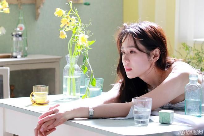 Hình hậu trường của Son Ye Jin chứng minh: Đã là tường thành nhan sắc thì bất chấp, không cần photoshop - ảnh 3