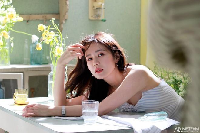 Hình hậu trường của Son Ye Jin chứng minh: Đã là tường thành nhan sắc thì bất chấp, không cần photoshop - ảnh 5
