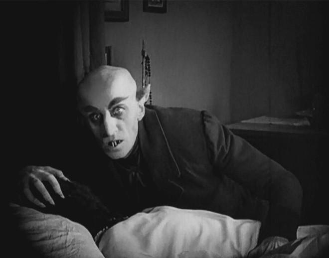 10 phiên bản Dracula đáng nhớ trên màn ảnh: Tạo hình liên tục thay đổi trong suốt 100 năm - ảnh 9