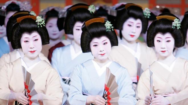 15 bức ảnh mặt mộc không son phấn của các nàng geisha thế kỷ 19 đẹp đến ngỡ ngàng làm bạn không thể rời mắt - ảnh 1