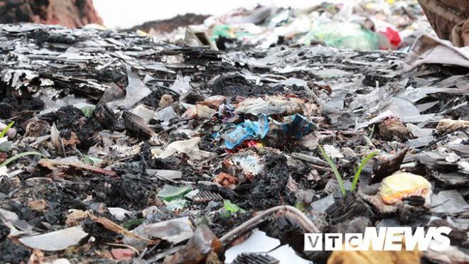 Ảnh: Dân Hải Phòng khốn khổ vì bị khói đốt phế thải công nghiệp bủa vây - ảnh 7