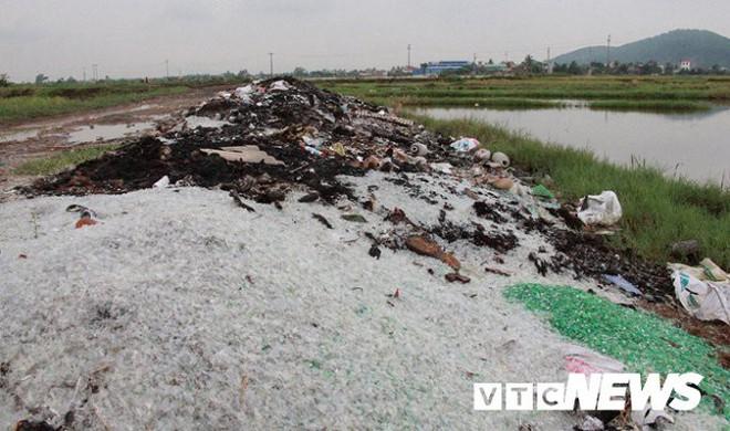 Ảnh: Dân Hải Phòng khốn khổ vì bị khói đốt phế thải công nghiệp bủa vây - ảnh 8