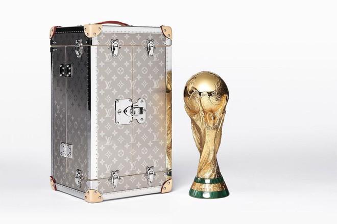 Trước khi đến tay đội vô địch, cúp vàng danh giá của World Cup 2018 được đặt trong vali Louis Vuitton sang chảnh nhường này - ảnh 3