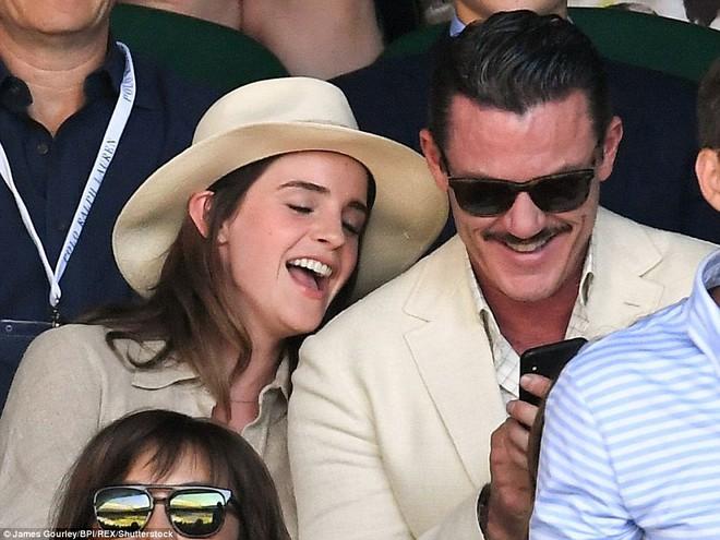 Emma Watson xuất hiện cực xinh đẹp, cười đùa thân thiết bên tài tử điển trai - ảnh 1