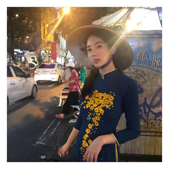 Bạn gái cũ tai tiếng của T.O.P khiến fan Việt phẫn nộ vì vừa mặc áo dài vừa tạo dáng phì phèo thuốc lá - ảnh 1