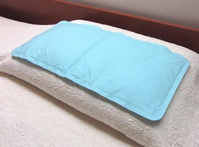 Loạt bảo bối giúp bạn ngủ ngon ngay cả khi mất điện giữa những ngày nóng cực điểm - Ảnh 1.