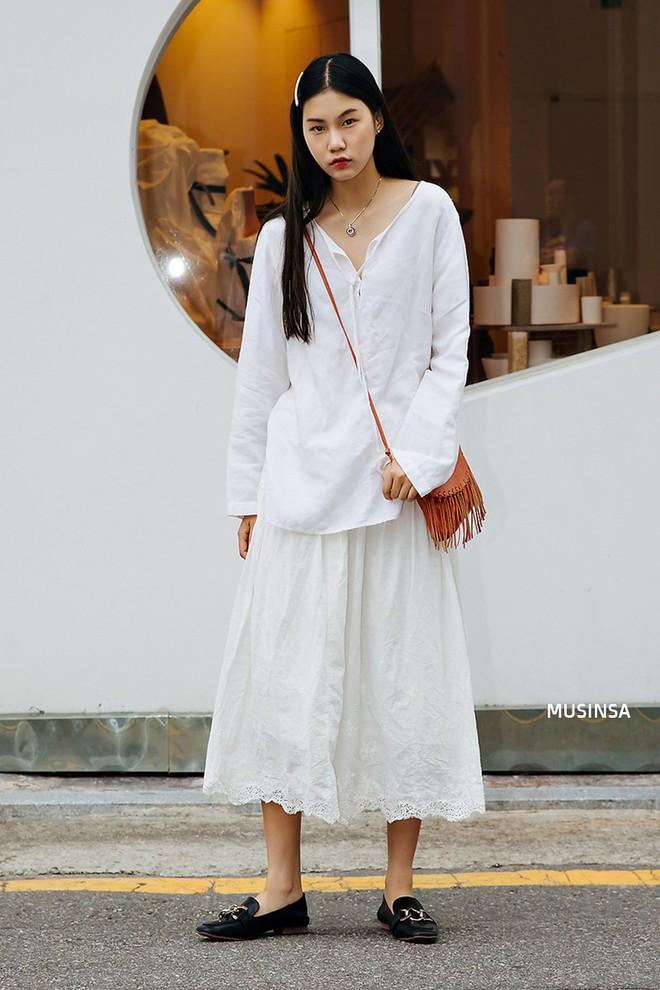 Không thời trang phang thời tiết, giới trẻ Hàn diện toàn đồ mát rười rượi mà vẫn đẹp không lối thoát - Ảnh 9.