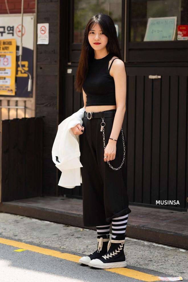 Không thời trang phang thời tiết, giới trẻ Hàn diện toàn đồ mát rười rượi mà vẫn đẹp không lối thoát - Ảnh 11.