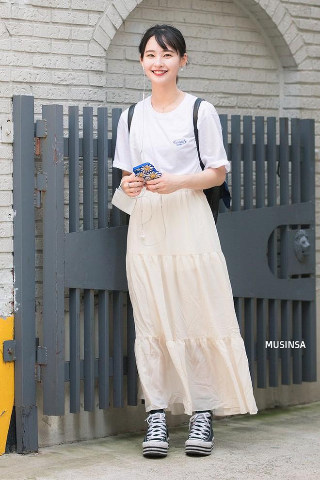 Không thời trang phang thời tiết, giới trẻ Hàn diện toàn đồ mát rười rượi mà vẫn đẹp không lối thoát - Ảnh 4.
