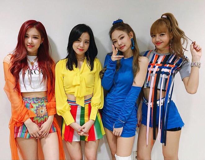 """Cho rằng Jennie luôn được mặc đồ nổi nhất nhóm, fan Black Pink lại tiếp tục """"khẩu chiến"""" tơi bời - Ảnh 5."""