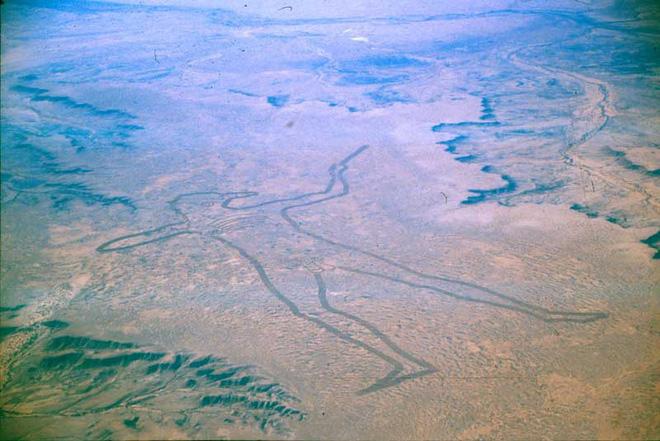Marree Man - Hình vẽ thổ dân khổng lồ trên sa mạc Úc có thể nhìn thấy từ vũ trụ hơn 20 năm qua vẫn là một câu đố làm các nhà khoa học điên đầu - ảnh 1
