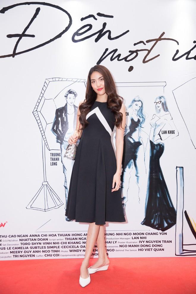 Hà Tăng cũng từng diện bộ váy đen y chang thiết kế mà Lan Khuê mặc đi mặc lại  - Ảnh 1.
