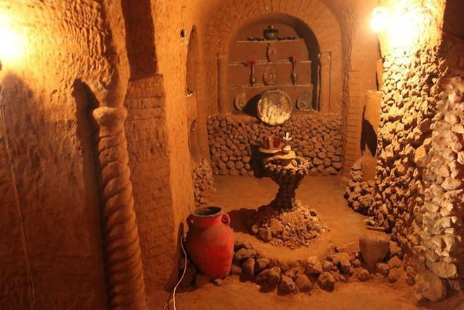 Người đàn ông cặm cụi đào đất làm hầm chứa khoai tây theo lời vợ, nào ngờ 23 năm sau thành kiệt tác độc nhất vô nhị trên thế giới - Ảnh 5.