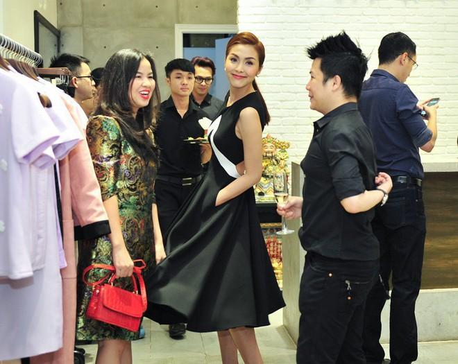 Hà Tăng cũng từng diện bộ váy đen y chang thiết kế mà Lan Khuê mặc đi mặc lại  - Ảnh 6.