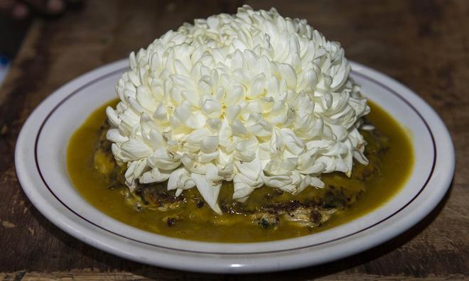 Trứng muỗi nấu với xương rồng, hoa cúc - món ăn khó tin nhưng lại vô cùng hấp dẫn với người Mexico - Ảnh 4.