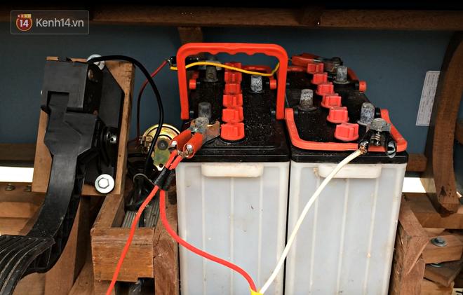Nam sinh lớp 9 chế tạo ô tô điện từ gỗ và phế liệu để chở các em nhỏ đi học - ảnh 5