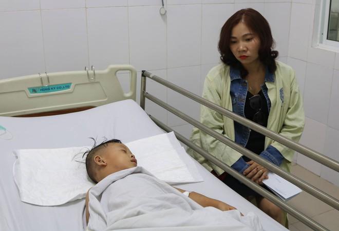 Tai nạn ở Quảng Nam: Bé gái sống sót trên xe rước dâu liên tục gọi mẹ - Ảnh 6.