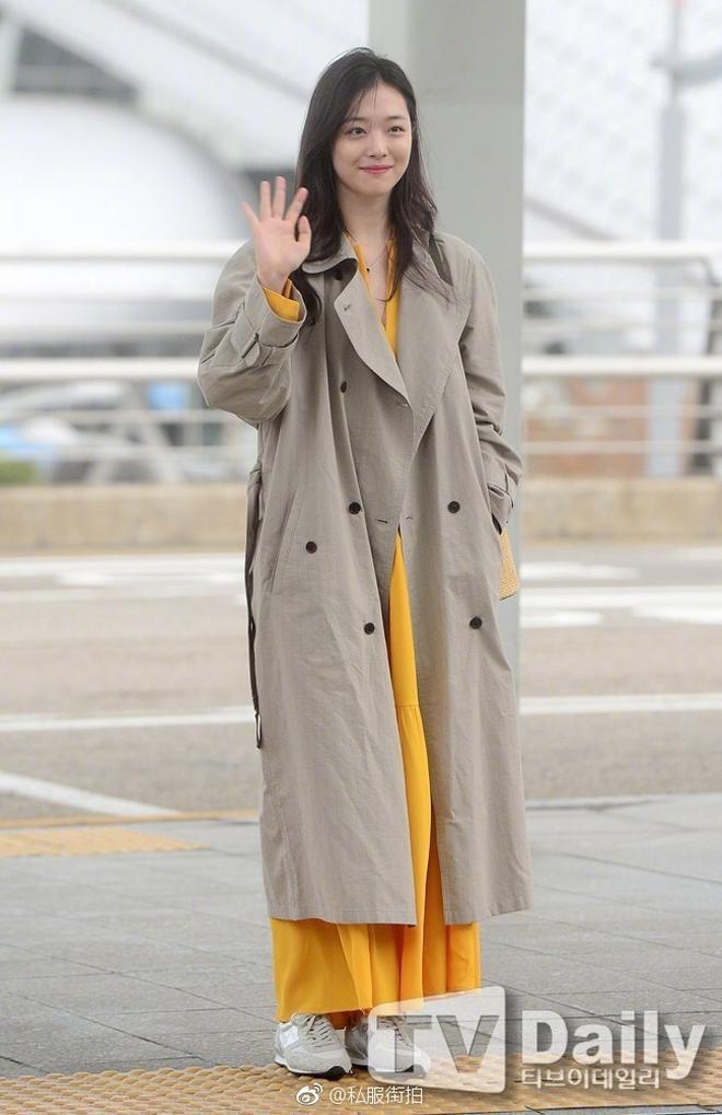 """Chỉ có thể là Jeon Ji Hyun, Sulli và Lisa (Black Pink): Thần thái """"thách thức"""" cả quần áo vừa khó mặc lại lòe loẹt - ảnh 10"""