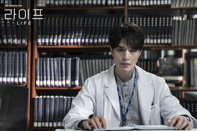 Đến bao giờ thì mỹ nam tượng tạc Lee Dong Wook mới hết... đơ như tượng? - ảnh 7