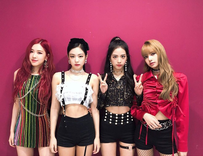 """Chỉ có thể là Jeon Ji Hyun, Sulli và Lisa (Black Pink): Thần thái """"thách thức"""" cả quần áo vừa khó mặc lại lòe loẹt - ảnh 15"""