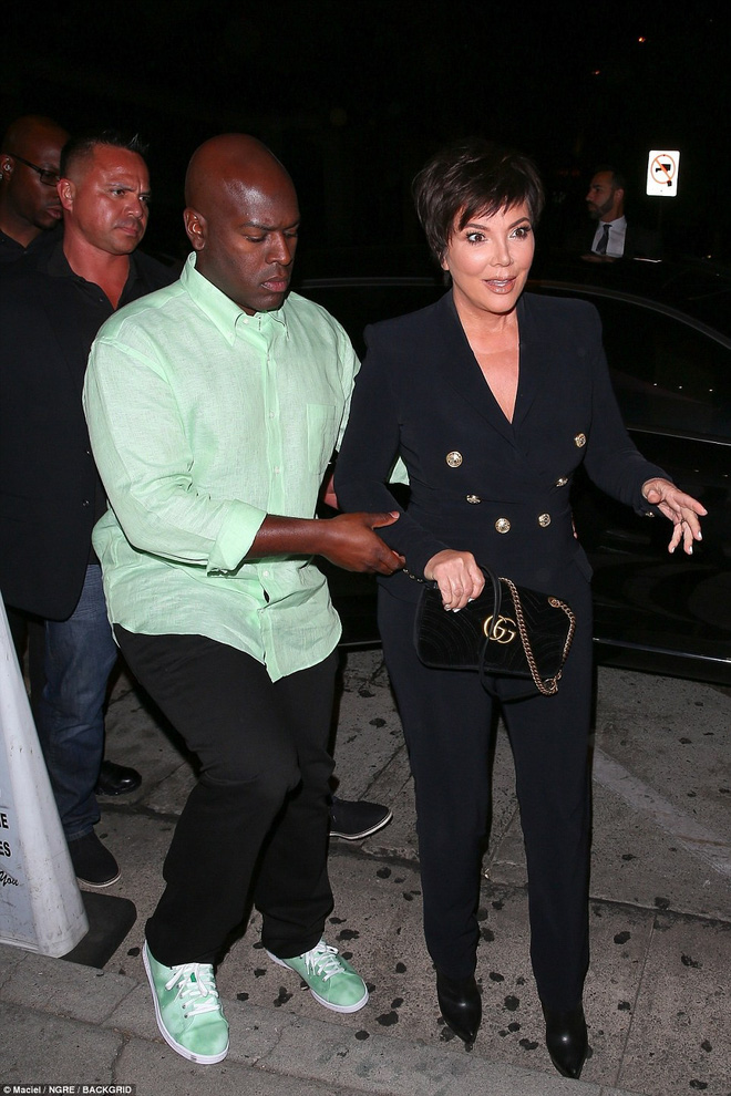 Ngũ long công chúa nhà Kardashian đọ sắc: Kylie và Kim quá gợi cảm sau giảm cân, Kendall khoe chân dài hút hồn - Ảnh 15.