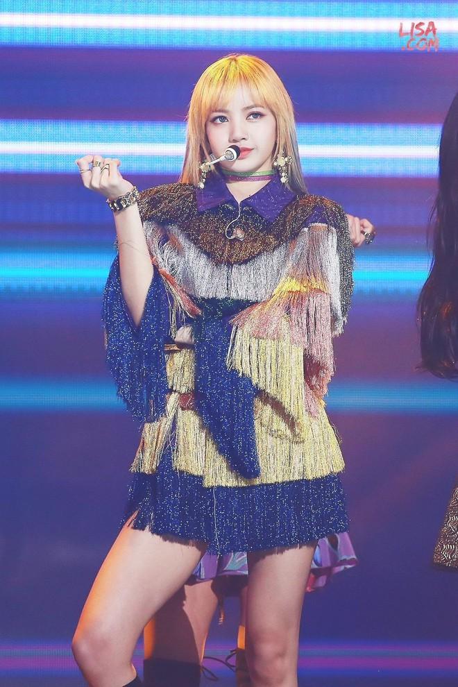 """Chỉ có thể là Jeon Ji Hyun, Sulli và Lisa (Black Pink): Thần thái """"thách thức"""" cả quần áo vừa khó mặc lại lòe loẹt - ảnh 14"""