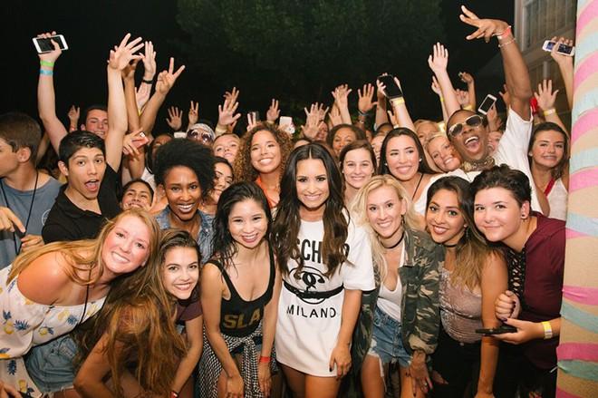 Quyết tâm trở lại cuộc sống bình thường, Demi Lovato huỷ tất cả đêm diễn còn lại để tập trung hồi phục - Ảnh 1.