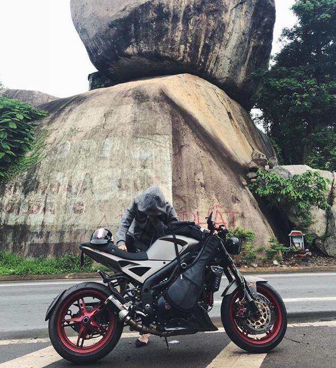 Bạn gái Huỳnh Anh lần đầu đăng ảnh hôn môi ngọt ngào trong chuyến phượt Đà Lạt bằng mô tô - Ảnh 2.