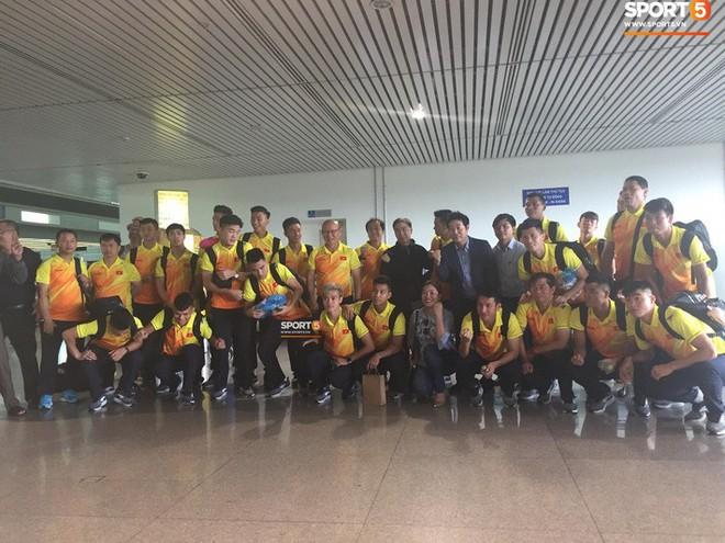 Đức Huy cực ngầu, Quang Hải bị bắt nạt trước giờ sang Indonesia - ảnh 1