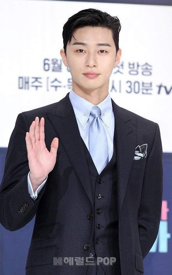 """Park Seo Joon bỗng xuất hiện với vẻ ngoài xuề xòa, luộm thuộm khác hẳn """"Phó chủ tịch"""" bảnh bao ngời ngời trên phim - ảnh 11"""