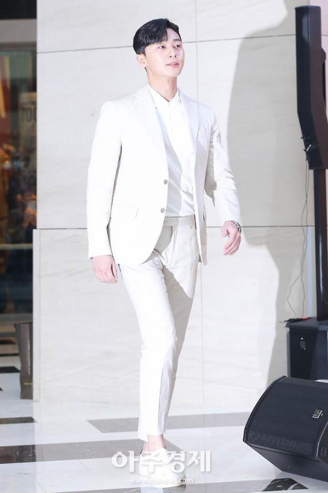 """Park Seo Joon bỗng xuất hiện với vẻ ngoài xuề xòa, luộm thuộm khác hẳn """"Phó chủ tịch"""" bảnh bao ngời ngời trên phim - ảnh 12"""