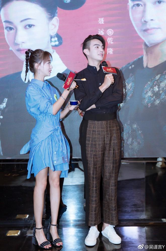 Sự kiện tuyên truyền Diên Hi Công Lược: Hứa Khải chiếm trọn spotlight với tóc đuôi gà, siêu tình tứ bên bạn diễn Ngô Cẩn Ngôn - ảnh 5
