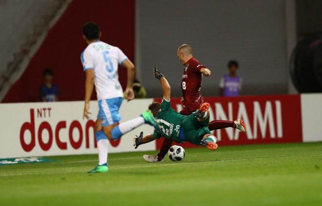 Dân mạng phát cuồng vì bàn thắng siêu đẳng như trong truyện tranh của Iniesta tại giải Nhật Bản - ảnh 1