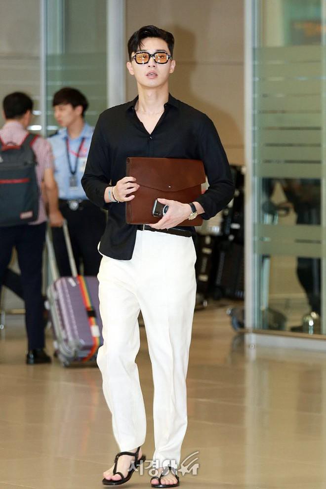 """Park Seo Joon bỗng xuất hiện với vẻ ngoài xuề xòa, luộm thuộm khác hẳn """"Phó chủ tịch"""" bảnh bao ngời ngời trên phim - ảnh 3"""