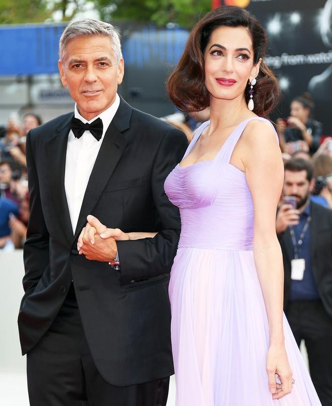 Hơn kém nhau hàng chục tuổi, các cặp đôi Hollywood này vẫn hạnh phúc bền vững đáng ngưỡng mộ - ảnh 6