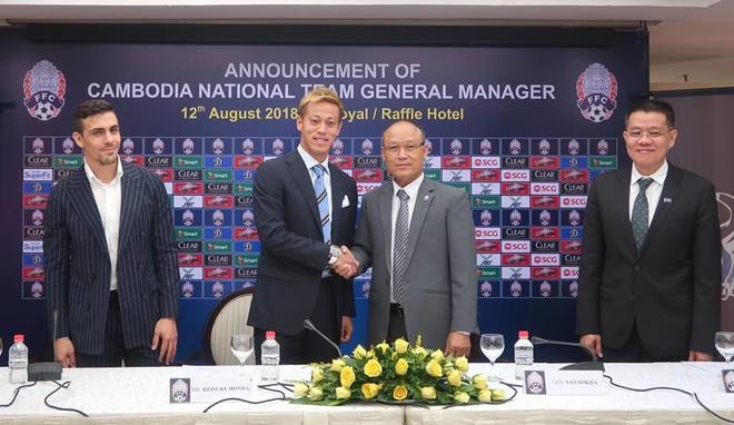 Sao Nhật Bản Honda bất ngờ nắm tuyển Campuchia, đối đầu Việt Nam tại AFF Cup 2018 - ảnh 2