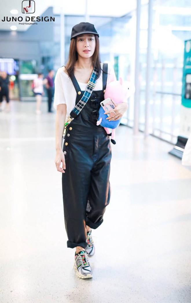 Tham chi tiết và mix vô tội vạ nên style sân bay của Phú Sát Hoàng Hậu Tần Lam nhiều khi vẫn còn sến lắm! - ảnh 2