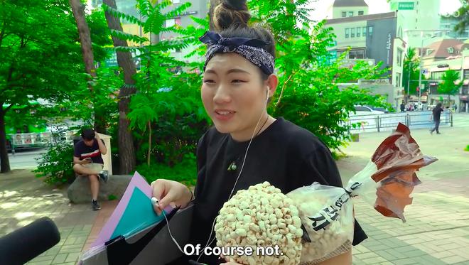 Thử thách tẩy trang nơi công cộng: Xem gái Hàn thu hết dũng khí tự lột trần mình trước đám đông - ảnh 3