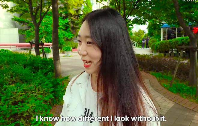 Thử thách tẩy trang nơi công cộng: Xem gái Hàn thu hết dũng khí tự lột trần mình trước đám đông - ảnh 6