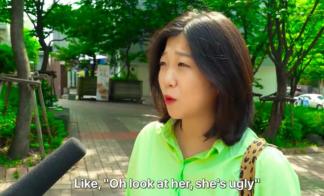 Thử thách tẩy trang nơi công cộng: Xem gái Hàn thu hết dũng khí tự lột trần mình trước đám đông - ảnh 7