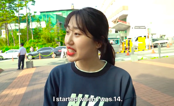 Thử thách tẩy trang nơi công cộng: Xem gái Hàn thu hết dũng khí tự lột trần mình trước đám đông - ảnh 11