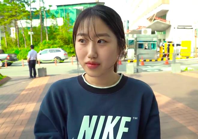 Thử thách tẩy trang nơi công cộng: Xem gái Hàn thu hết dũng khí tự lột trần mình trước đám đông - ảnh 27
