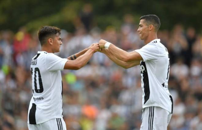 Hàng ngàn CĐV náo loạn trong ngày Ronaldo ghi bàn thắng đầu tiên cho Juventus - ảnh 1