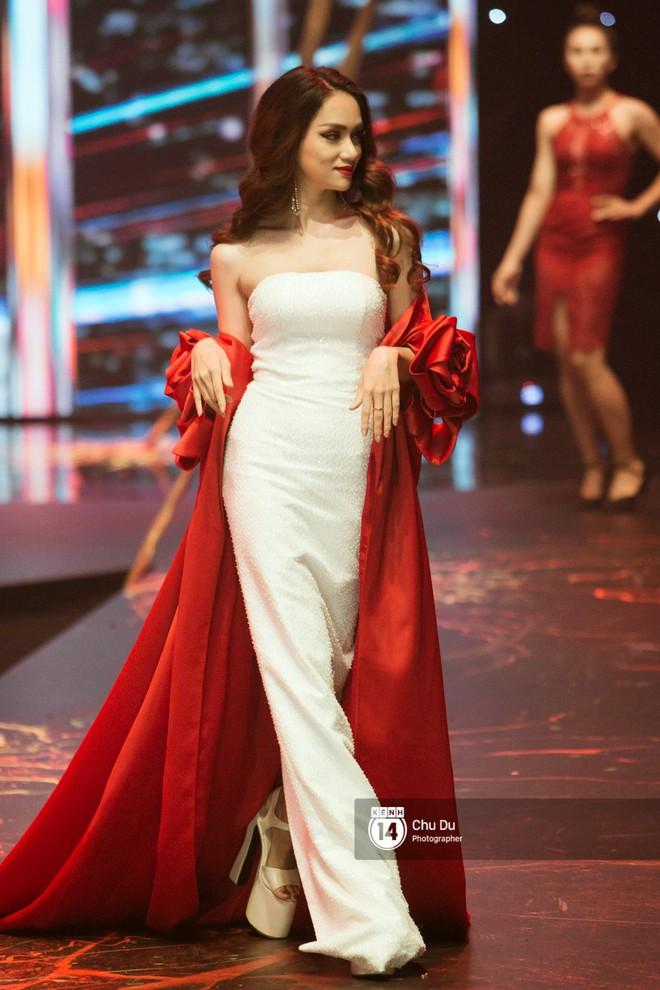 Cao thủ đi giày siêu cao gót của showbiz Việt chắc hẳn là Hương Giang chứ không phải ai khác - ảnh 2