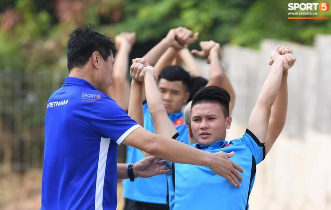 Olympic Việt Nam phải tập cạnh mương, cống thoát nước thải - ảnh 5